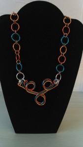 collier fil d'alu trois couleurs_deco2sev.canalblog.com