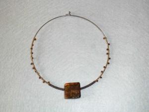 collier perle carré ambre et ses perles de rocailles_deco2sev