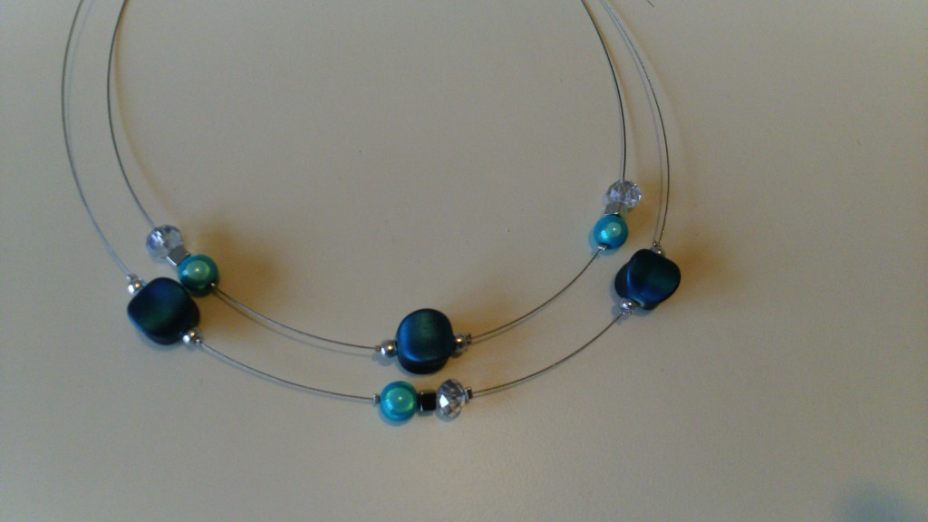 collier double rangé bleu