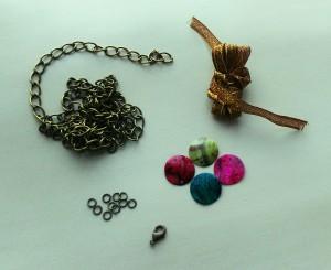matériel collier perles plates